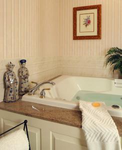 A bathroom at Lambertville House