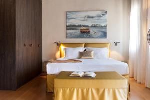 Кровать или кровати в номере Allegory Boutique Hotel