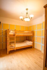 A bunk bed or bunk beds in a room at Kinderhotel Appelhof