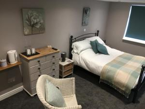 A bed or beds in a room at Linden Tree Holiday Apartments