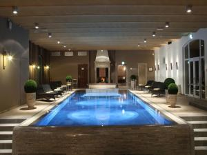 The swimming pool at or near Spa & Golf Hotel Weimarer Land