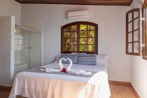 A bed or beds in a room at Pousada Toca do Mar