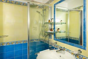 A bathroom at Hotel Villa Gabrisa