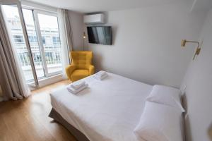 A bed or beds in a room at Olala Syntagma Apartments