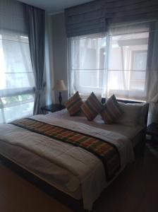 Ein Bett oder Betten in einem Zimmer der Unterkunft Point of view condos, tranquility bay, koh chang