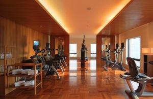 The fitness center and/or fitness facilities at Les Suites Orient, Bund Shanghai