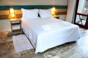 A bed or beds in a room at Ilha Deck Hotel