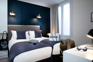 A bed or beds in a room at Hotel Brady - Gare de l'Est