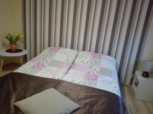 Łóżko lub łóżka w pokoju w obiekcie Kwatery na Rogu