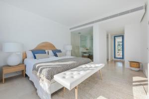 Ein Bett oder Betten in einem Zimmer der Unterkunft Alcudia Beach B3 First Floor Sea View
