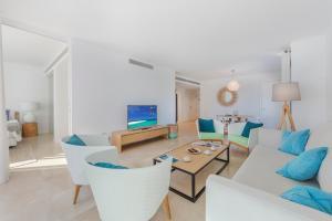 Ein Sitzbereich in der Unterkunft Alcudia Beach B3 First Floor Sea View