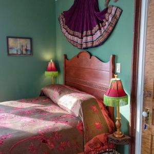 A bed or beds in a room at The Woodbridge House