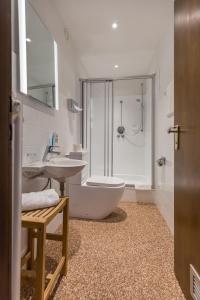 Ein Badezimmer in der Unterkunft Hotel Vorderburg