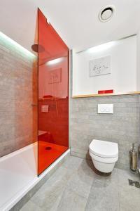 A bathroom at Park Inn by Radisson Kyiv Troyitska