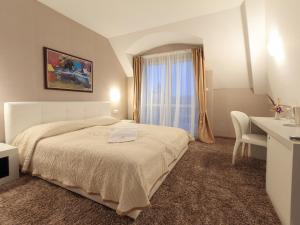 A bed or beds in a room at Agusta Spa Hotel