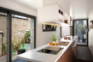 A kitchen or kitchenette at B&B Snooz Inn