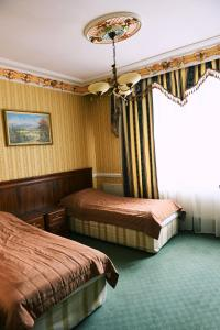 A bed or beds in a room at Hotel Książę Poniatowski