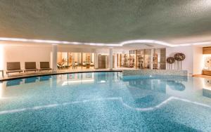 Бассейн в Alpenheim Charming & Spa Hotel или поблизости