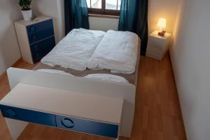 A bed or beds in a room at Ferienhaus Septimer