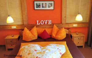 Ein Bett oder Betten in einem Zimmer der Unterkunft Landhaus Panorama