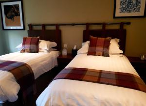 A bed or beds in a room at The Carpenters Arms