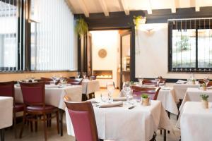 Restaurant ou autre lieu de restauration dans l'établissement Hôtel Les Chatelminés