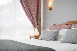 Un ou plusieurs lits dans un hébergement de l'établissement Hôtel Les Chatelminés