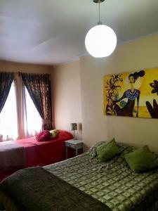 Cama o camas de una habitación en Casa porteña en cerro Artilleria