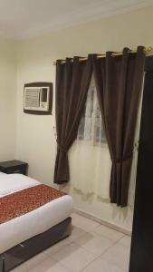 Cama ou camas em um quarto em Al Eairy Apartments - Jazan 3