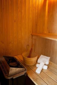 A bathroom at Polperro Villas