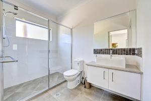 A bathroom at Woodgate Beach Houses