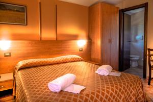 A bed or beds in a room at Hotel Piscina La Suite