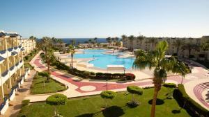 Uitzicht op het zwembad bij Grand Oasis Resort of in de buurt