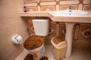 A bathroom at B&B La Reina