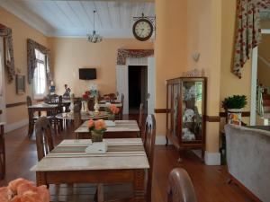 A restaurant or other place to eat at Hotel Pousada Palacio de Cristal