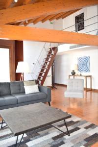 A seating area at Principe Real Lisbon Apartment