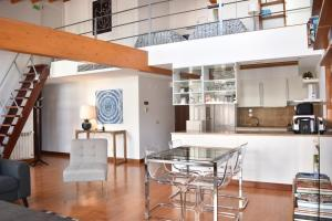 A kitchen or kitchenette at Principe Real Lisbon Apartment