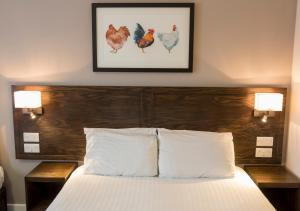 A bed or beds in a room at Starling Cloud, Aberystwyth by Marston's Inns