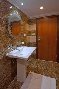 Um banheiro em فندق ديار السلام
