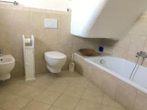 A bathroom at Harbour View B&B