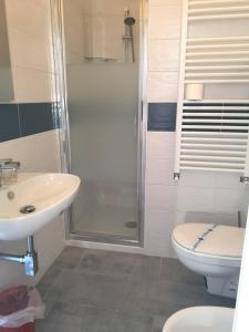 A bathroom at Hotel Villa La Brise