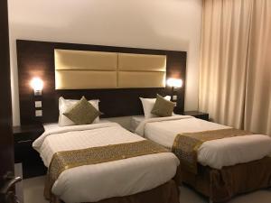 Cama ou camas em um quarto em Asfar Hotel Suites
