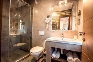 A bathroom at Hotel Fontana