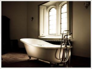 A bathroom at Thornbury Castle