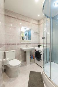 Ванная комната в Апартаменты в центре Сочи с видом на море
