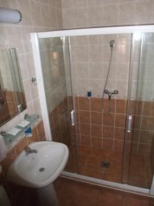 A bathroom at Sóvirág Vendégház