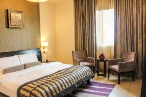 A bed or beds in a room at Dunes Hotel Apartment Oud Metha, Bur Dubai
