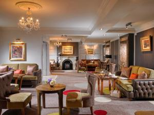 The lobby or reception area at Castlecourt Hotel, Spa & Leisure