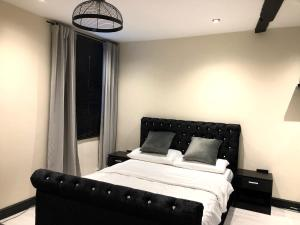 A bed or beds in a room at STIFFORD CLAYS FARM HOTEL