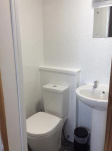 A bathroom at breeze b&b